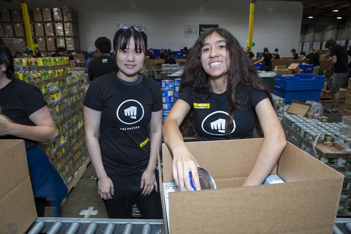 Riot Games creates Social Impact at Food Bank – Los Angeles
