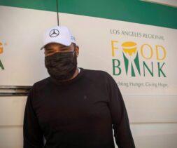 Anthony Anderson volunteers at the LA Regional Food Bank