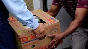 Hands-box-food-distribution
