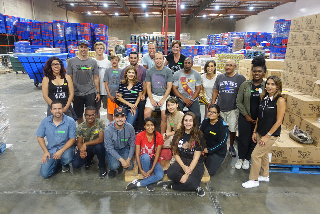 la-food-bank_corporate-sponsorships-2018-volunteer-v1-1023x683